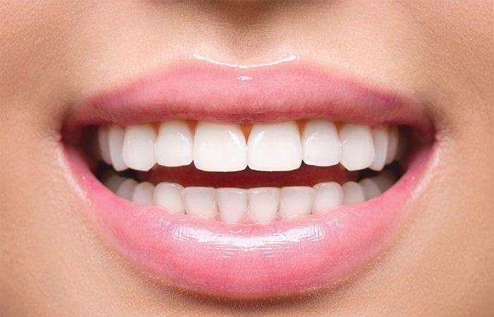 Moduri ușoare de menținere a dinților sănătoși și albi strălucitori