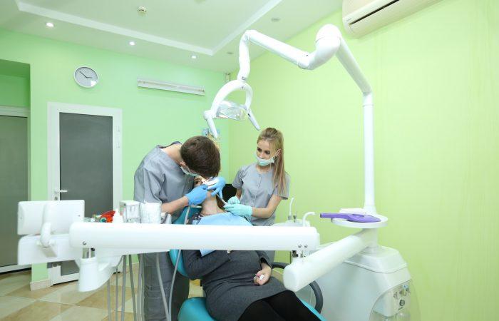 Siamo la clinica dentale Sanelen DENT